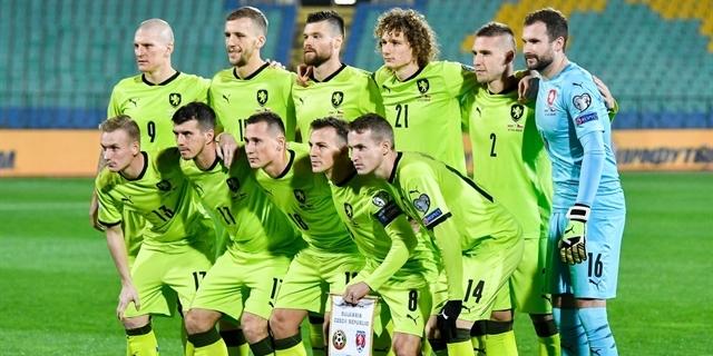 FOTO: Nové barvy v akci. Jak se vám (ne)líbily dresy české reprezentace v Bulharsku?